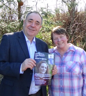 Alex Salmond with Frieda Morrison holding a poster for the concert at Gadies.
